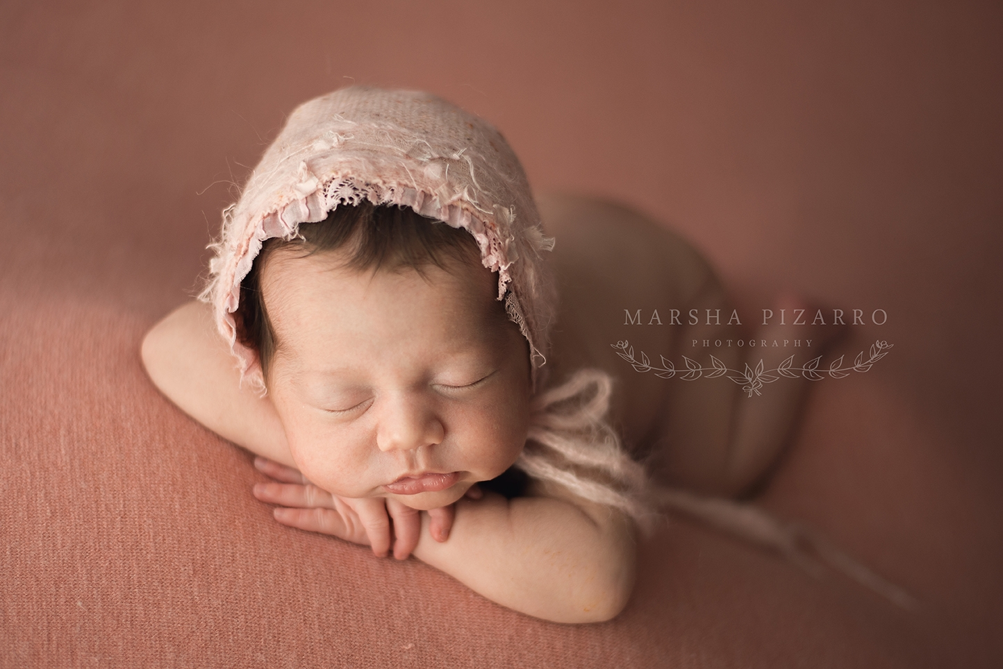 newborn photo wearing bonnet